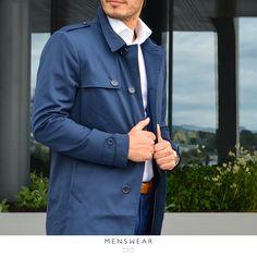 Husk å sikre deg denne herligheten av en trenchcoat! Den er vanntett, puster og passer utmerket over dressen eller genseren. Du får den i fargene navy og oliven.: 3.295,- www.menswear.no