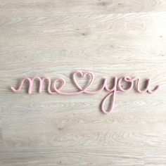 """""""Me and You"""" en fil de fer et tricotin - Knitting Wire Crafts, Diy And Crafts, Crochet Letters, Spool Knitting, Diy Décoration, Valentine's Day Diy, Wire Art, String Art, Etsy"""