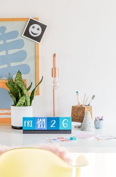 Make your own DIY desktop calendar!