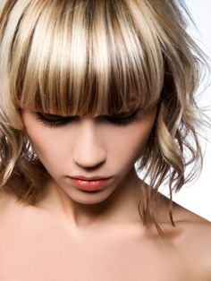 Close-up of girl with shiny hair highlights and lowlights Glossy Hair, Shiny Hair, Hair Color Highlights, Chunky Highlights, Full Highlights, Hair Studio, Cool Hair Color, Hair Colour, Hairstyles Haircuts
