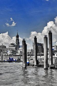 Hamburg Foto blaues Farbenspiel mit dem Michel | Bildschönes Hamburg