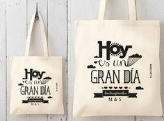 Bolsas de tela personalizadas para regalos de boda. Este es uno de nuestros regalos preferidos. Las bolsas de tela son útiles, tienen un diseño personalizad
