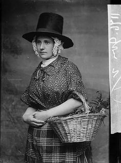 A woman in national dress carrying a basket (Jones) by John Thomas glass negative. Traditional Welsh Dress, Traditional Dresses, Irish Fashion, World Of Fashion, Learn Welsh, Welsh Lady, Victoria Reign, Cymru, Vintage Dresses