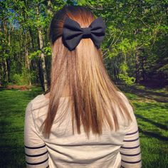 Her hair looks amazing especially with the black bow :o Good Hair Day, Great Hair, Pretty Hairstyles, Cute Hairstyles, Hair Growth Mask Diy, Let Your Hair Down, Her Hair, Hair Inspiration, Hair Bows