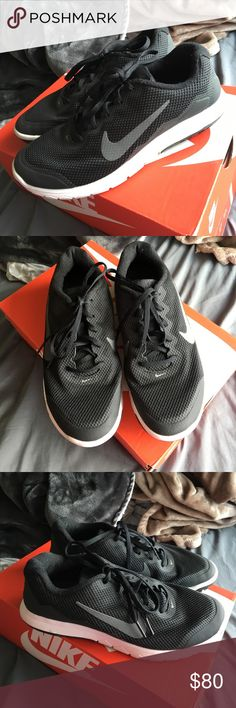 Women's black nikes In excellent condition these are basically new!! Super comfortable running shoes. women's size 8 REASONABLE OFFERS ONLY PLEASE ‼️ will not come with box. Thank you :) Nike Shoes Sneakers