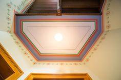 Die farbenfrohe Gestaltung vereint klassische und moderne Elemente - Durch die IMMOVARIA GmbH restaurierte Immobilie in der Idastraße Leipzig