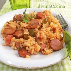 Esta receta de arroz con salchichas es sencilla y casera, una propuesta perfecta para almuerzos familiares que gusta a grandes y pequeños.