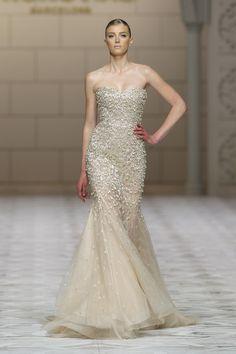 Vestidos de noiva de Pronovias para 2015. #casamento #vestidodenoiva #dourado #Pronovias #BarcelonaBridalWeek