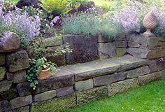 Garten - Trockenmauer - Naturstein - rock wall Sitzgelegenheit / Sitzbank