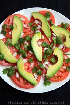 Salada simples de tomate e abacate