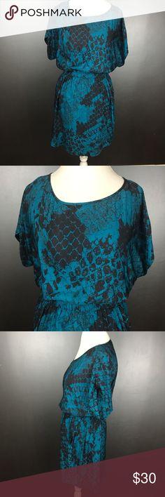 🇺🇸SALE🇺🇸 NWT Express Blouson Dress Size XS NWT women's size XS blue & black snake skin print Express short kimono sleeve, above knee blouson dress with pockets. Express Dresses