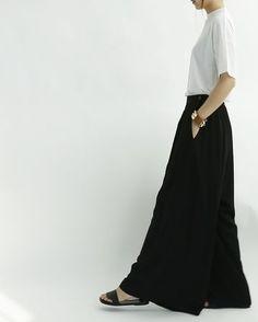 MINIMAL + CLASSIC: slides, maxi skirt & t-shirt via Death by Elocution