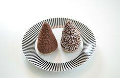 virka liten kaka: Kokostopp / Chokladtopp! Mini Cafe, Stick O, Crochet Food, Play Food, Dessert Recipes, Desserts, Mini Cupcakes, Baby Toys, Kids Meals
