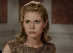 Samantha Stevens from Bewitched (played by Elizabeth Montgomery) I still love this show and watch it often. I wish I could be witchy just like her! Agnes Moorehead, Bewitched Tv Show, Bewitched Elizabeth Montgomery, Erin Murphy, Tv Moms, Rory Gilmore, Olivia Pope, Por Tv, Ex Girlfriends