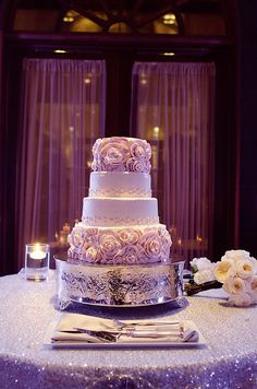 Lovely cake done by Isleworth Country Club. Blog post for more wedding photos: http://www.orlandoweddingandpartyrentals.com/isleworth-country-club-wedding/ photo courtesy of kayleenkelsey photography.