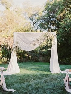 Chic wedding ceremony idea; photo: Michele Beckwith Photography