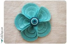 WhimsiKel: Still Preoccupied with Fabric Flowers - Felt Flowers Edition Felt Flowers, Diy Flowers, Fabric Flowers, Paper Flowers, Flower Diy, Felt Crafts, Crafts To Make, Fabric Crafts, Art Floral Noel