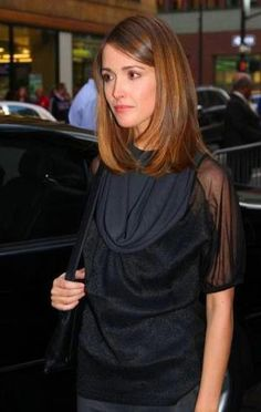 Hairstyles✨ Hairstyles for medium length hair with layers rose byrne ideas Holiday Makeup Looks, Wedding Makeup Looks, Mid Length Hair With Layers, Makeup Looks For Brown Eyes, Rose Byrne, Glam Makeup Look, Layered Hair, Hairstyles, Tees