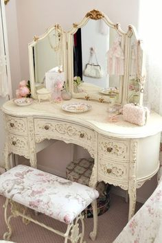 Beautiful Shabby Chic Dresser -- I found one of these in an antique store and it is truly gorgeous! Shabby Chic Dressing Table, Dressing Table Vanity, Dressing Tables, Shabby Chic Blog, Shabby Chic Decor, French Farmhouse, Farmhouse Chic, James Baldwin, Victorian Bathroom