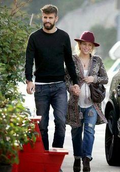 Shakira e Gerard Piqué (Barcelona, 01/12/2014) Shakira and Gerard Piqué (Barcelona, 12/01/2014)