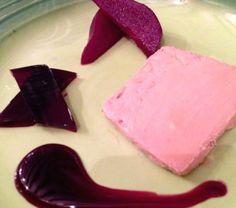 """Parfait es una palabra francesa que significa literalmente """"perfecto""""... Parfait de foie gras acompañado con pera, gelatina de vino tinto y pan brioche en Bistronomy"""