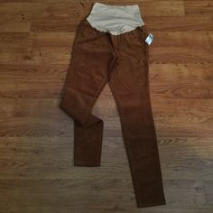 """Juniors Maternity Skinny Pants Old Navy Corduroys Brand New (Never Wear) Women's Old Navy Maternity Skinny Pants size 1 - Extra Small • Corduroys • Skinny Pants • Full Panel • 2 back pockets and 1 coin pocket  • Slant Pockets ate fake (for style only) • The color is Copper / Brown  Approximately Size Measurement: (These item was measured laying flat one side only. See photos for more details)  Below Belly Waistband: 13""""  Length: 35.5"""" Inseam: 29"""" Leg Opening Hem: 4.75"""" Full Front Rise: 14""""…"""