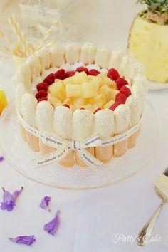 : Charlotte de piña con dulce de leche, merengue y frambuesas