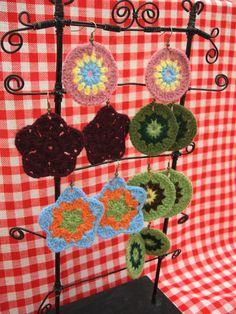 Aros artesanales tejidos a crochet, $25 en https://ofeliafeliz.com.ar