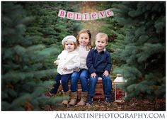 I want a bunch of trees like this! Christmas Photo Props, Family Christmas Pictures, Christmas Portraits, Christmas Mini Sessions, Christmas Tree Farm, Holiday Pictures, Christmas Minis, White Christmas, Family Photos