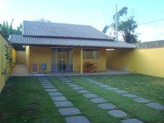 2003 CASA BALNEÁRIO CALIFÓRNIA  em  Caraguatatuba SP Bungalow House Design, Cute House, Simple House, Interior Design Living Room, Outdoor Living, House Plans, Patio, Architecture, Design Ideas