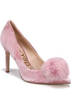 I'm in love with these pink pumps!