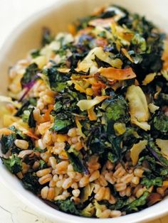 Kale & Farro Salad - Warm kale and coconut salad from Heidi Swanson's cookbook Super Natural Everyday. Had this for dinner.i didnt use any grains and added some tahini to the dressing, and used Bragg's low sodium soy sauce, and it was perfect! Farro Salad, Barley Salad, Rice Salad, Cabbage Salad, Vegetarian Thanksgiving, Thanksgiving Ideas, Kale Salad Recipes, Clean Eating, Healthy Eating