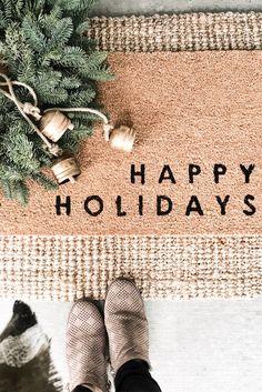 Neutral Christmas Decor round up – 2019 Modern Farmhouse Christmas. Christmas Door, White Christmas, Christmas Wreaths, Christmas Decorations, Christmas Holiday, Christmas Bedroom, Christmas Ideas, Front Door Mats, Front Door Decor