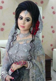 Pakistani Bridal Makeup Hairstyles, Bridal Hair Updo, Indian Wedding Hairstyles, Indian Bridal Makeup, Bridal Makeup Looks, Pakistani Bridal Dresses, Bride Hairstyles, Wedding Fair, Wedding Bride