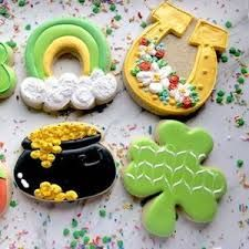 st patrick's decorated cookies - Google Search Gingerbread Man Cookie Cutter, Cookie Cutters, Cookie Icing, Cookie Swap, Decorated Cookies, Cookie Monster, St Patricks Day, Cookie Decorating, Sugar Cookies