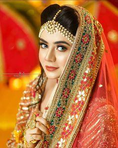 Pakistani Bridal Makeup, Bridal Mehndi Dresses, Pakistani Fashion Party Wear, Pakistani Wedding Outfits, Bridal Dress Design, Beautiful Pakistani Dresses, Pakistani Dresses Online, Bridal Hairdo, Bridal Photoshoot