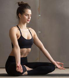 Is doing Kapalbhati for Weight loss really works? Types and Benefits of Pranayama? How to do Kapalbhati Pranayama? Is this Effective in Weight loss? Pranayama, Easy Yoga Poses, Yoga Poses For Beginners, Poses Yoga Faciles, Hair Fall Remedy, Reduce Hair Fall, Sleep Yoga, Basic Yoga, Simple Yoga