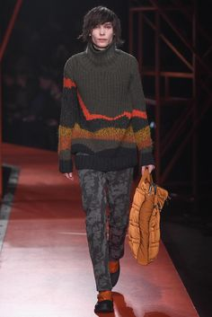 See all the Collection photos from Hunter Original Autumn/Winter 2015 Ready-To-Wear now on British Vogue Fashion Show, Fashion Looks, Mens Fashion, Fashion Design, Fashion Trends, Hunter Original, Knitwear Fashion, Mens Fall, Catwalk