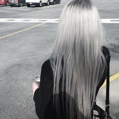 Image discovered by KitKat. Find images and videos about hair, beauty and blonde on We Heart It - the app to get lost in what you love. Silver Grey Hair, White Hair, Gray Hair, Grey Blonde, Blonde Streaks, Grey Ombre, Dye My Hair, Grunge Hair, About Hair
