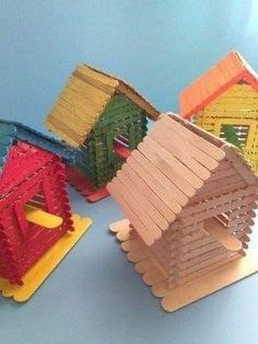 Popsicle Stick Birdhouse, Popsicle Stick Houses, Birdhouse Craft, Popsicle Crafts, Craft Stick Crafts, Preschool Crafts, Kids Crafts, Diy And Crafts, Craft Projects