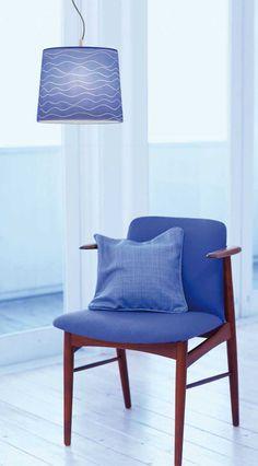 Φωτιστικό κρεμαστό, μονόφωτο σε μοντέρνο στυλ, με νίκελ ματ ανάρτηση και καπέλο γυάλινο με χειροποίητη διακόσμηση/decor σε μπλε-λευκό. Σειρά Aegean από την Viokef! Pendant light, single-lined in modern style, nickel-plated brass and glass hat with hand-décor / decor in blue-white! #decoration #homeinterior #blue #interiordesignideas #aegean #seacolors #decoration #ceilinglights #livingroomdesign #handmade #decorate Decor, Chair, Furniture, Dining Chairs, Home Decor, Dining