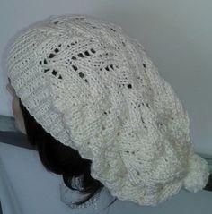 Touca longa. Confecção com lã de ótima qualidade. Trabalho Artesanal  Comprimento. 32 cm a6ce4dcafc2