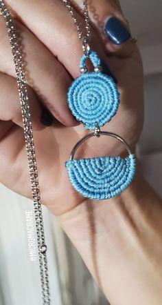 Micromacrame pendant sky blue circles