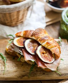 Croissant sandwiches with pesto, rucola, figs and prosciutto. I use fig jam and spinach instead of figs and rucola (because it's easier/more available), and it's delicious. Think Food, I Love Food, Food For Thought, Good Food, Yummy Food, Tasty, Breakfast And Brunch, Brunch Food, Health Breakfast
