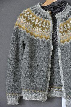 Knitting Patterns Fair Isle Icelandic Sweaters Ideas For Knitting , strickmuster fair isle isländische pullover ideen zum stricken , modèles de tricot idées de pulls islandais fair isle Knitting Designs, Knitting Projects, Knitting Tutorials, Punto Fair Isle, Icelandic Sweaters, Fair Isles, Fair Isle Pattern, Looks Vintage, Looks Style