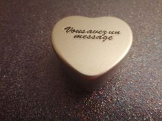 Un coeur pour transmettre un message original !? La Box Pam's transmet physiquement un message numérique pour partager des photos souvenirs, messages vidéo, textes et plus ... ! Photo Souvenir, Messages, Music Instruments, Key, Mini, Photos, Texts, Pictures, Unique Key