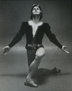 Mikhail Baryshnikov Giselle | Home » All Artists » Max Waldman » Giselle (Mikhail Baryshnikov) Quite possibly my favorite photo of Baryshnikov