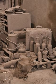 Chen Zhen - Purification Room 2000, objets-trouvés, clay, 260 x 600 x 530 cm
