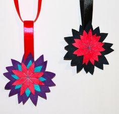 Flores de Navidad de fieltro. Ideales para adornar el árbol. http://lacintametrica.blog.com/2013/11/19/adornos-de-navidad-hechos-a-mano/ Christmas Ornaments