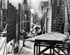Making of  Metropolis (Fritz Lang, 1927) ... Set designers building the city. No CGI then!